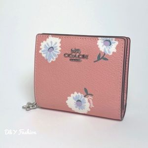 COACH BOXED SNAP WALLET WITH DAISY PRINT NEW